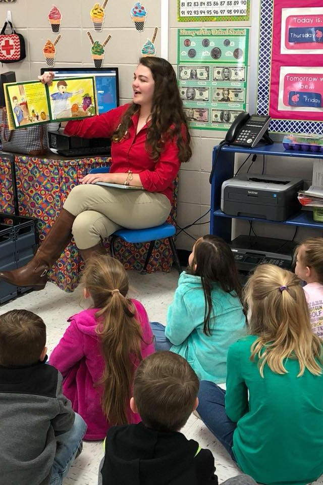 Agribusiness Club reads to third graders