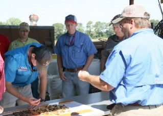 UGA Extension Peanut Agronomist Scott Monfort teaches agents about peanut maturity. By Clint Thompson. Date: August 25, 2016
