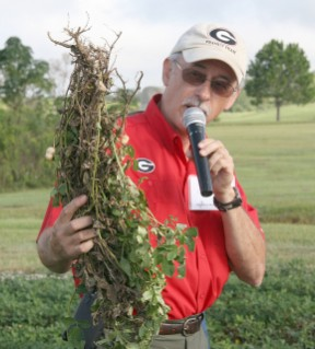 UGA plant pathologist Tim Brenneman speaks during the Peanut Tour. By Clint Thompson. Date: September 15, 2016