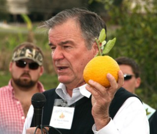 UGA Tifton scientist Wayne Hanna talks during the Georgia Citrus Association meeting.